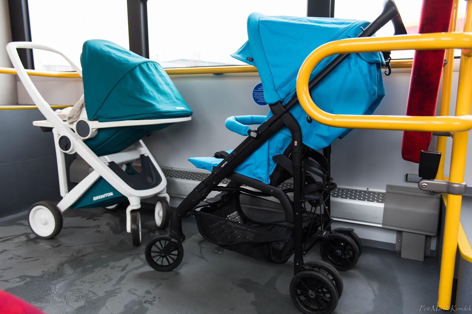 Jak bezpiecznie przewozić dziecko w komunikacji miejskiej miejsce na dwa wózki