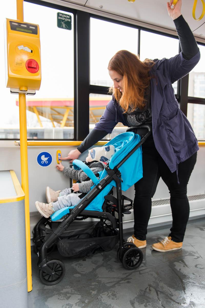 jak bezpiecznie przewozić wózek w autobusie