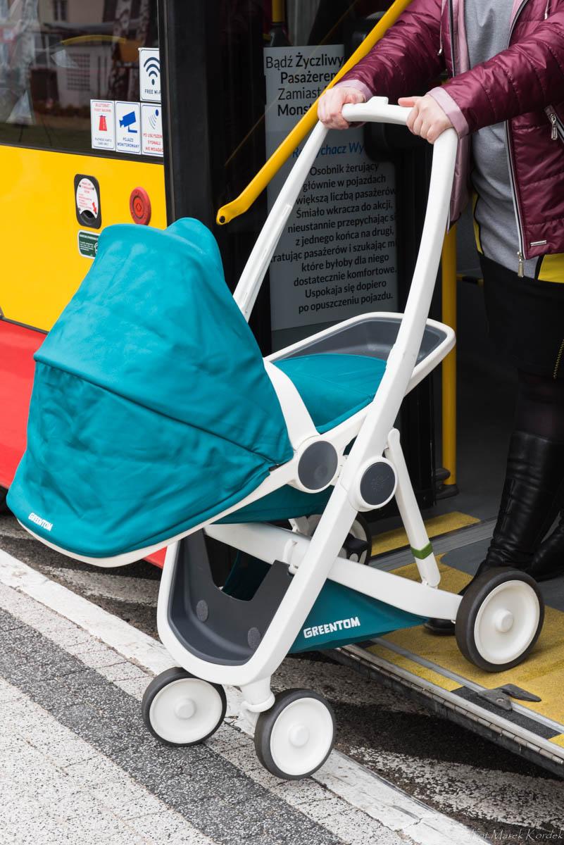 jak bezpiecznie przewozić wózek w autobusie nieprawidłowe wyprowadzanie wózka
