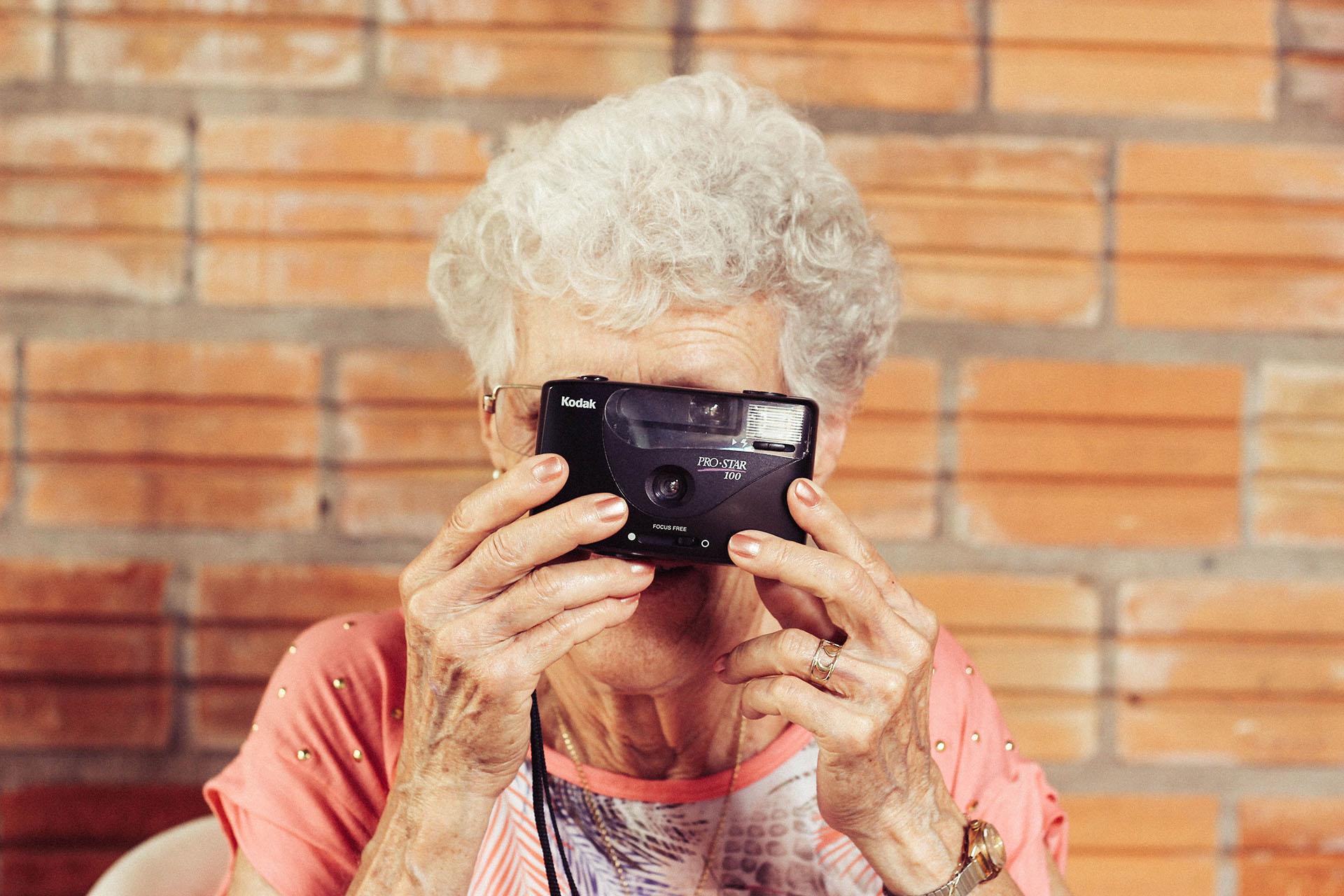 relacje z teściową staruszka z aparatem