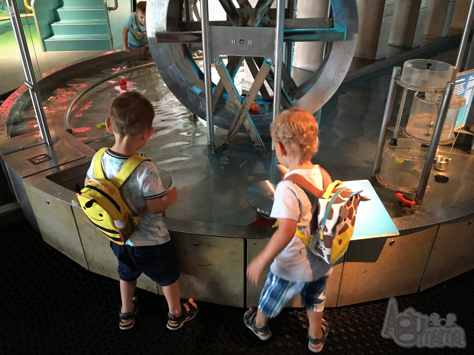 Centrum Nauki Kopernik zabawa w wodzie