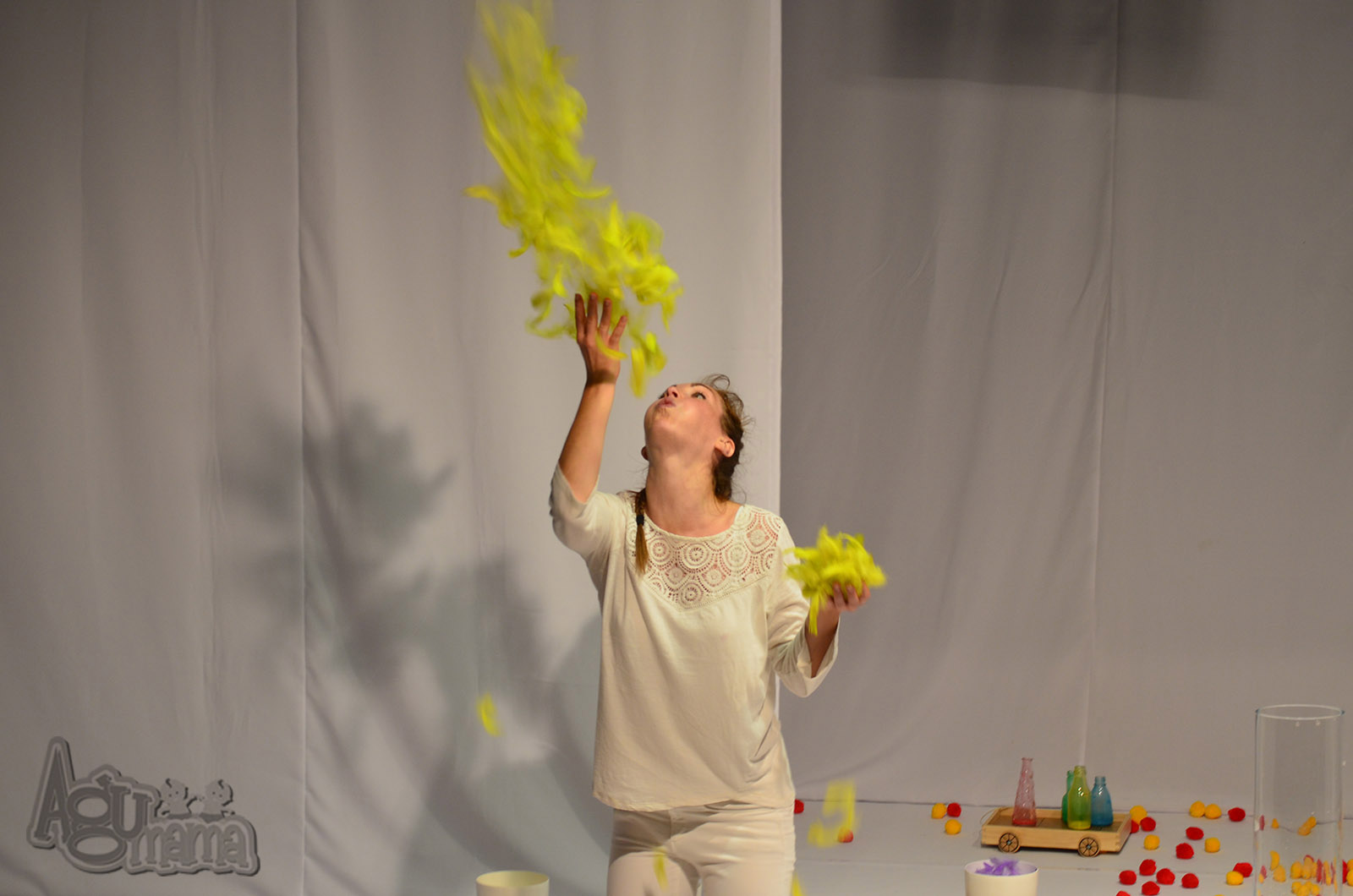 Teatr Małego Widza żółte piórka