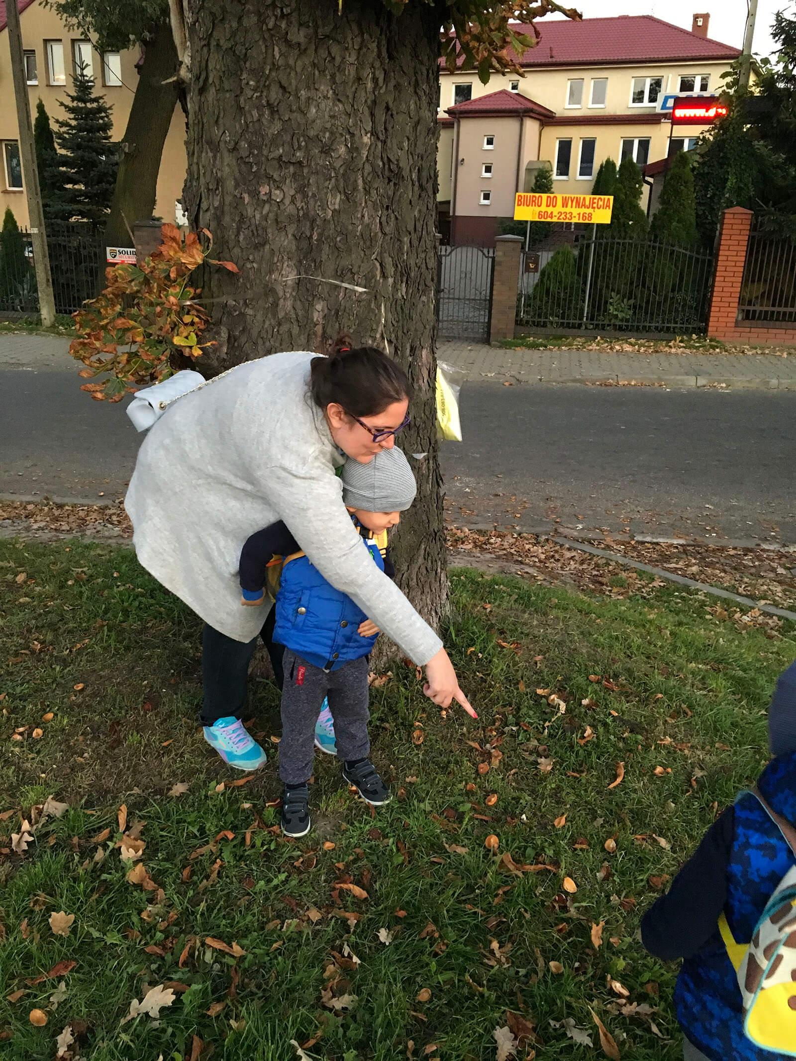 dzieciaki kochają jesień