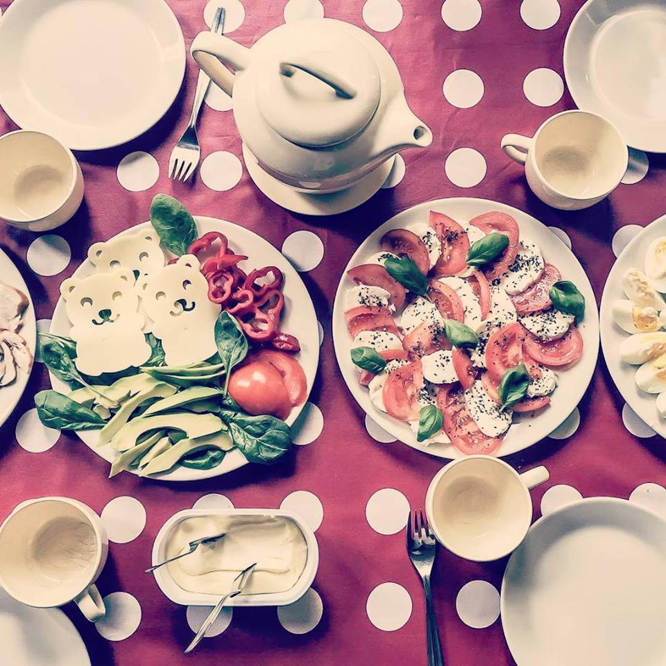 grillowany łosoś a na śniadanie kolorowy szwedzki stół