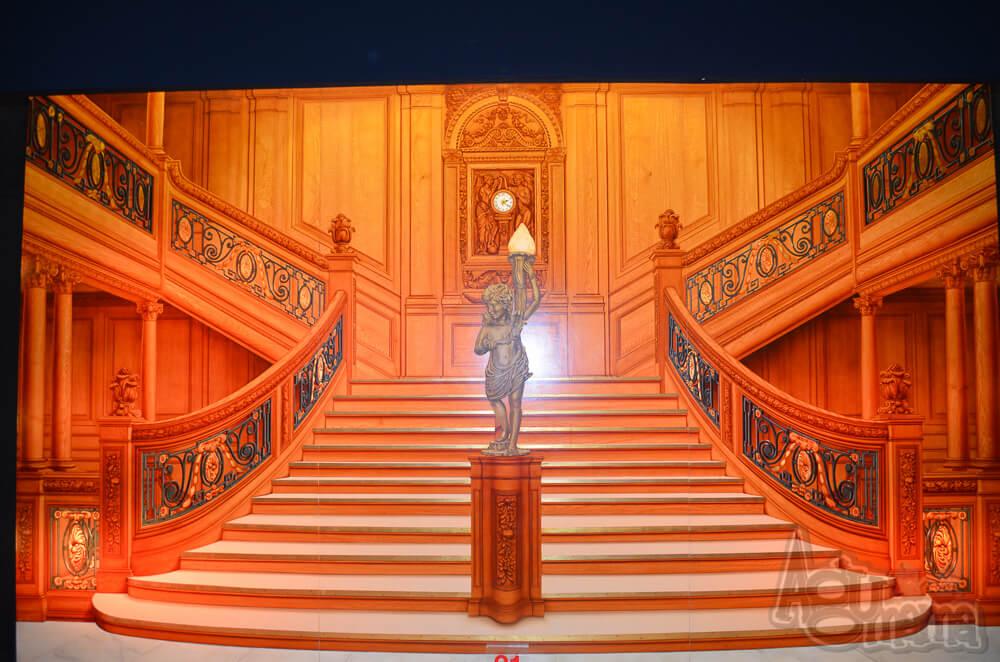 Titanic the Exhibition schody do sali bankietowej