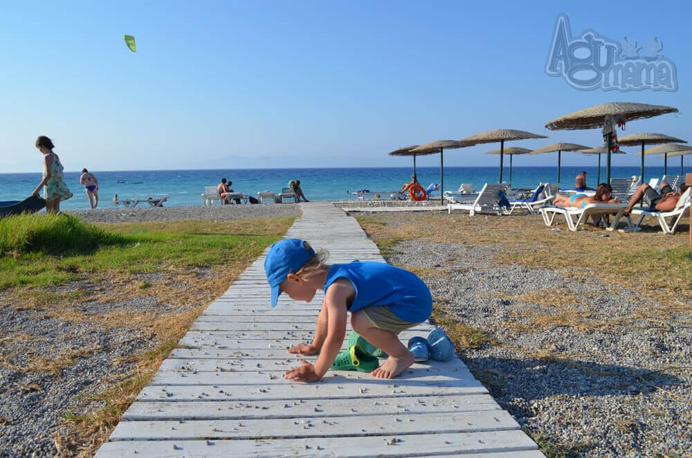 Polak na wakacjach Wiercisław szuka kamyków
