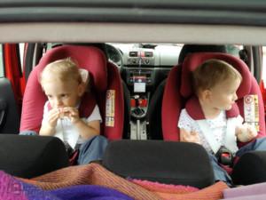 podróż samochodem z małym dzieckiem postój przekąska