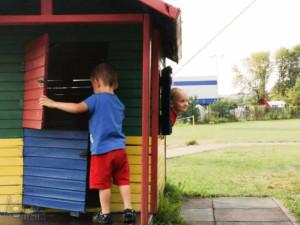 podróż samochodem z małym dzieckiem Zajazd Jurajski placyk zabaw