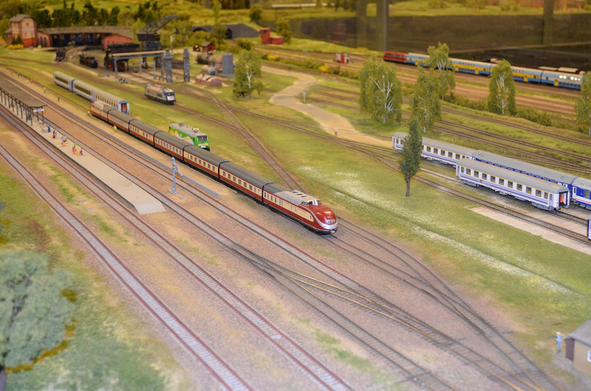 Makieta City pędzący pociąg