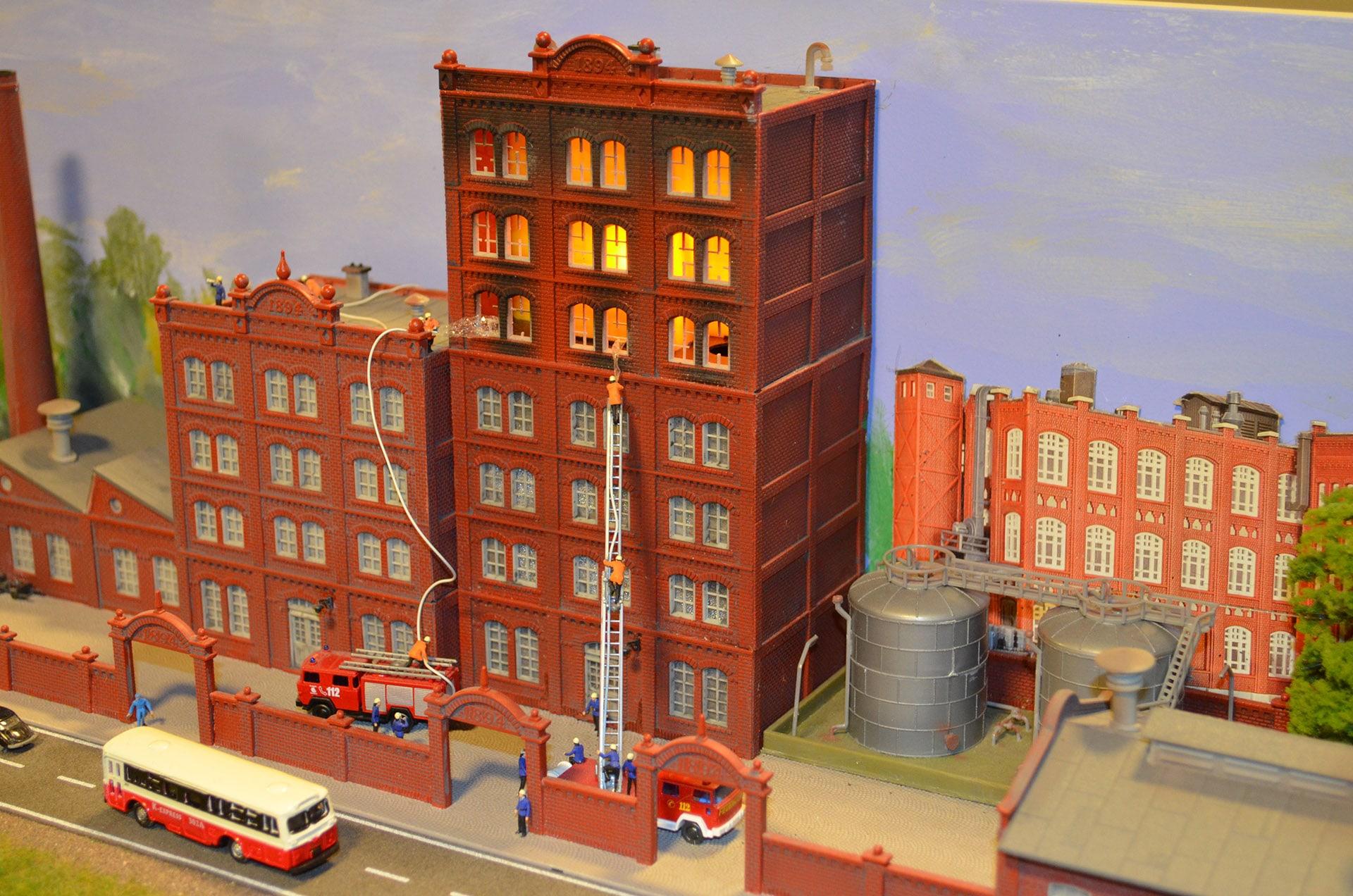Makieta City płonąca fabryka