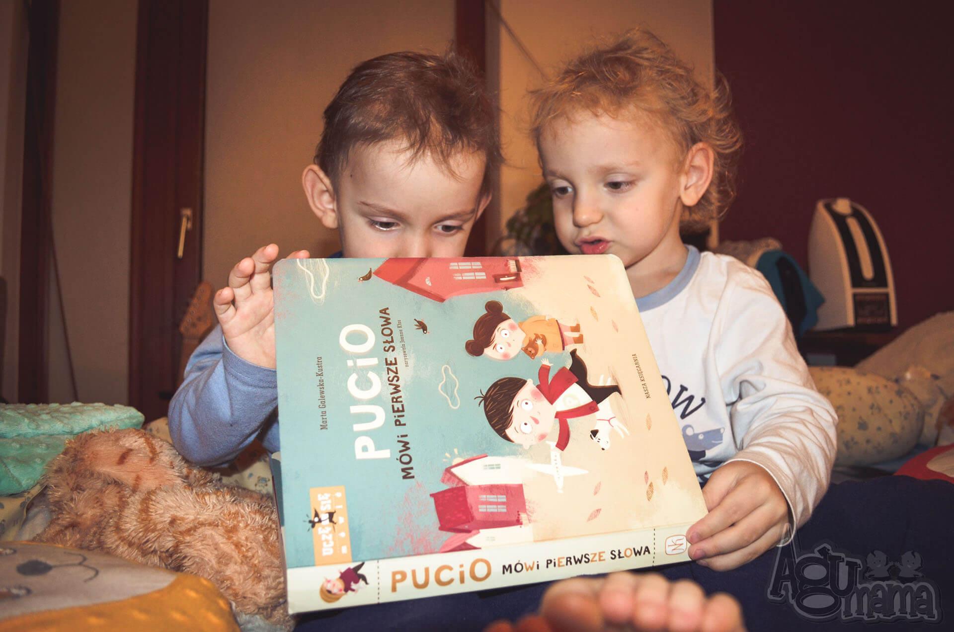 Pucio mówi pierwsze słowa czytamy
