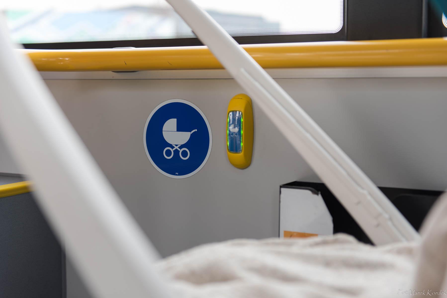Jak bezpiecznie przewozić dziecko w komunikacji miejskiej miejsce do przewożenia wózków