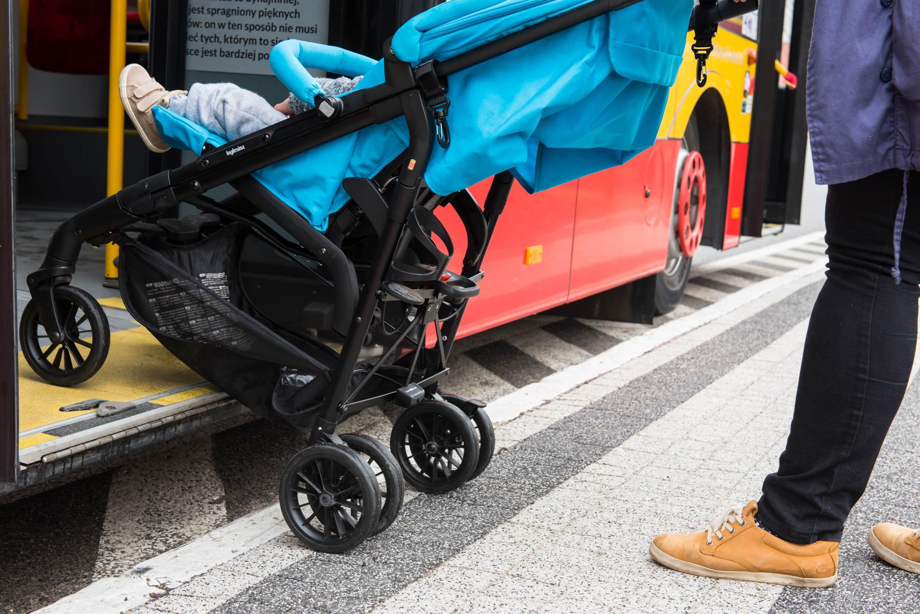 Jak bezpiecznie przewozić dziecko w komunikacji miejskiej