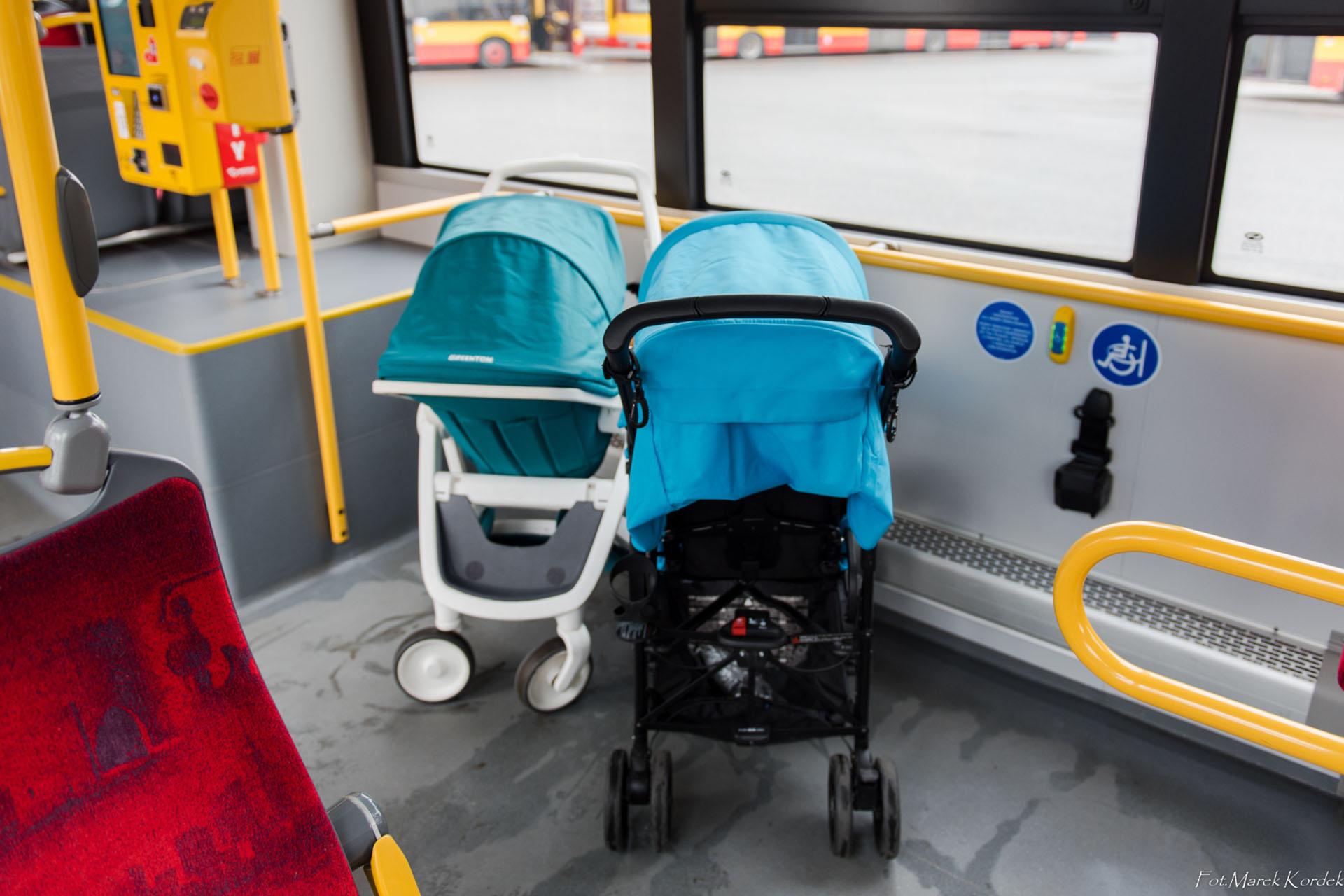 jak bezpiecznie przewozić wózek w autobusie źle zaparkowane wózki
