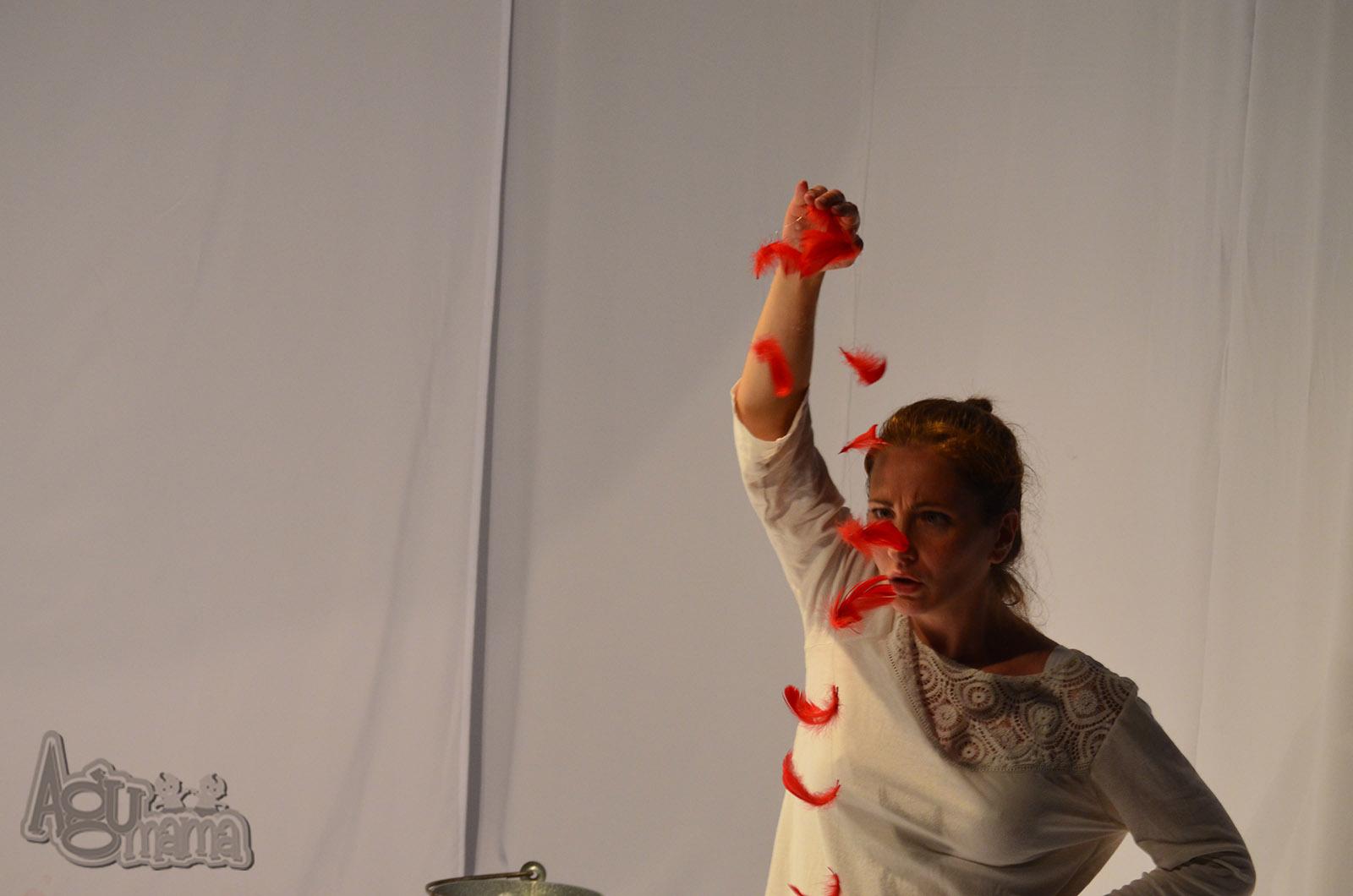 Teatr Małego Widza czerwone pióra