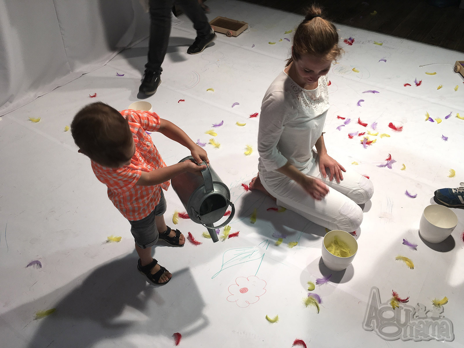 Teatr Małego Widza podlewanie kwiatka