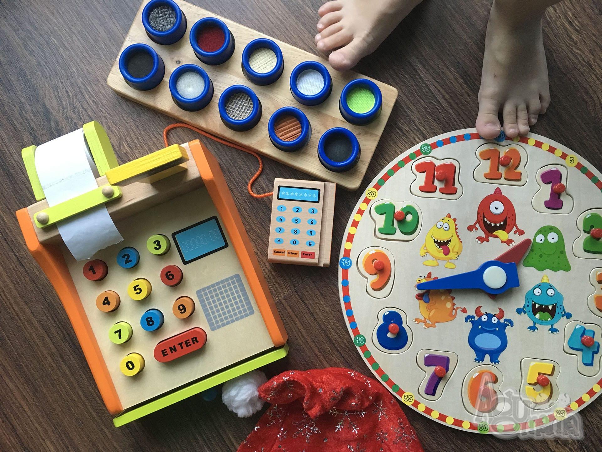 drewniane zabawki i zabawki sensoryczne