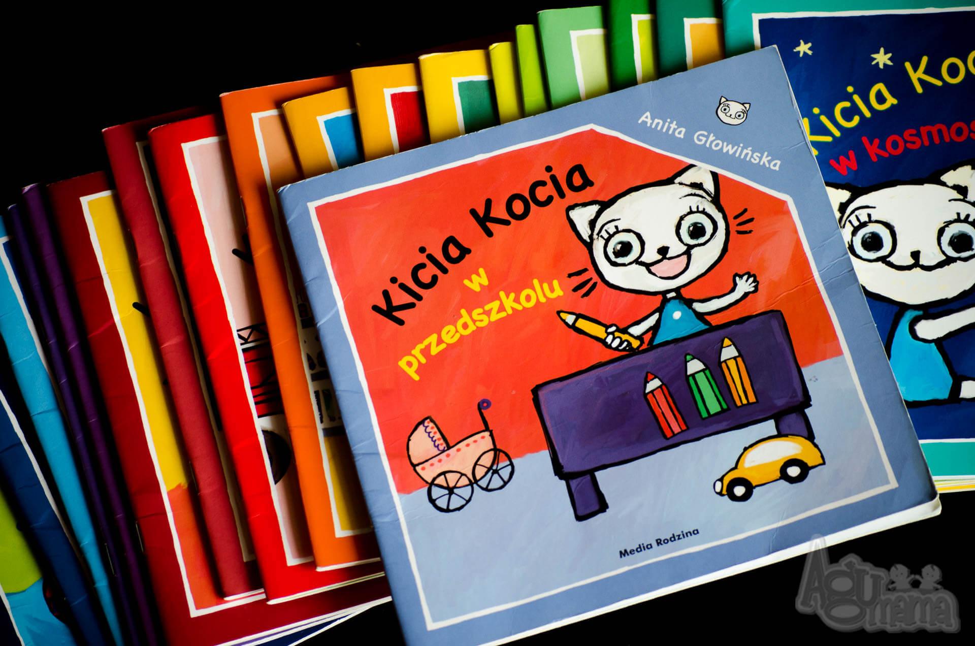 dziecko idzie do przedszkola Kicia Kocia