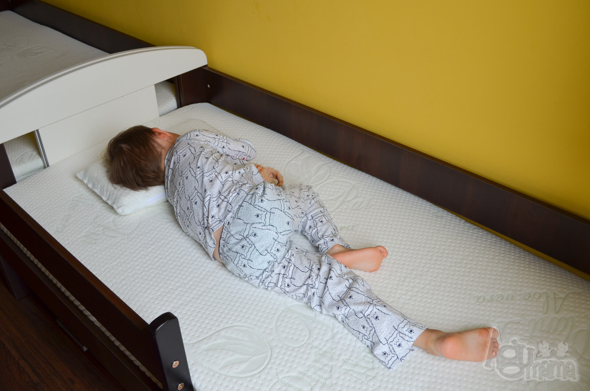 materac plantpur baby Żółwik śpi