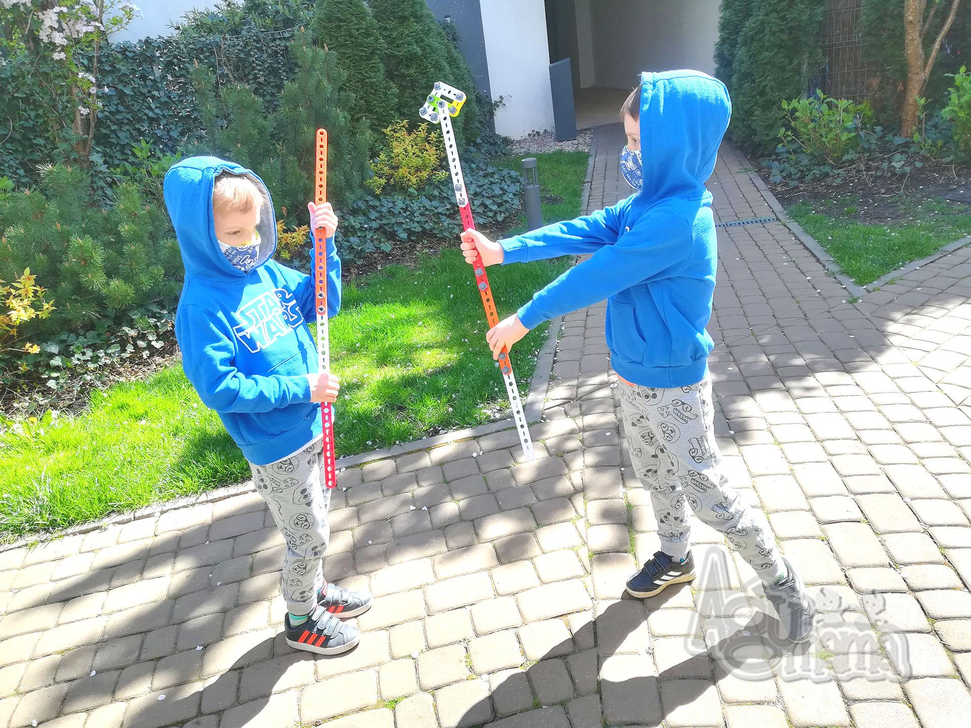 Fasolaki bawią się w wojowników ninja