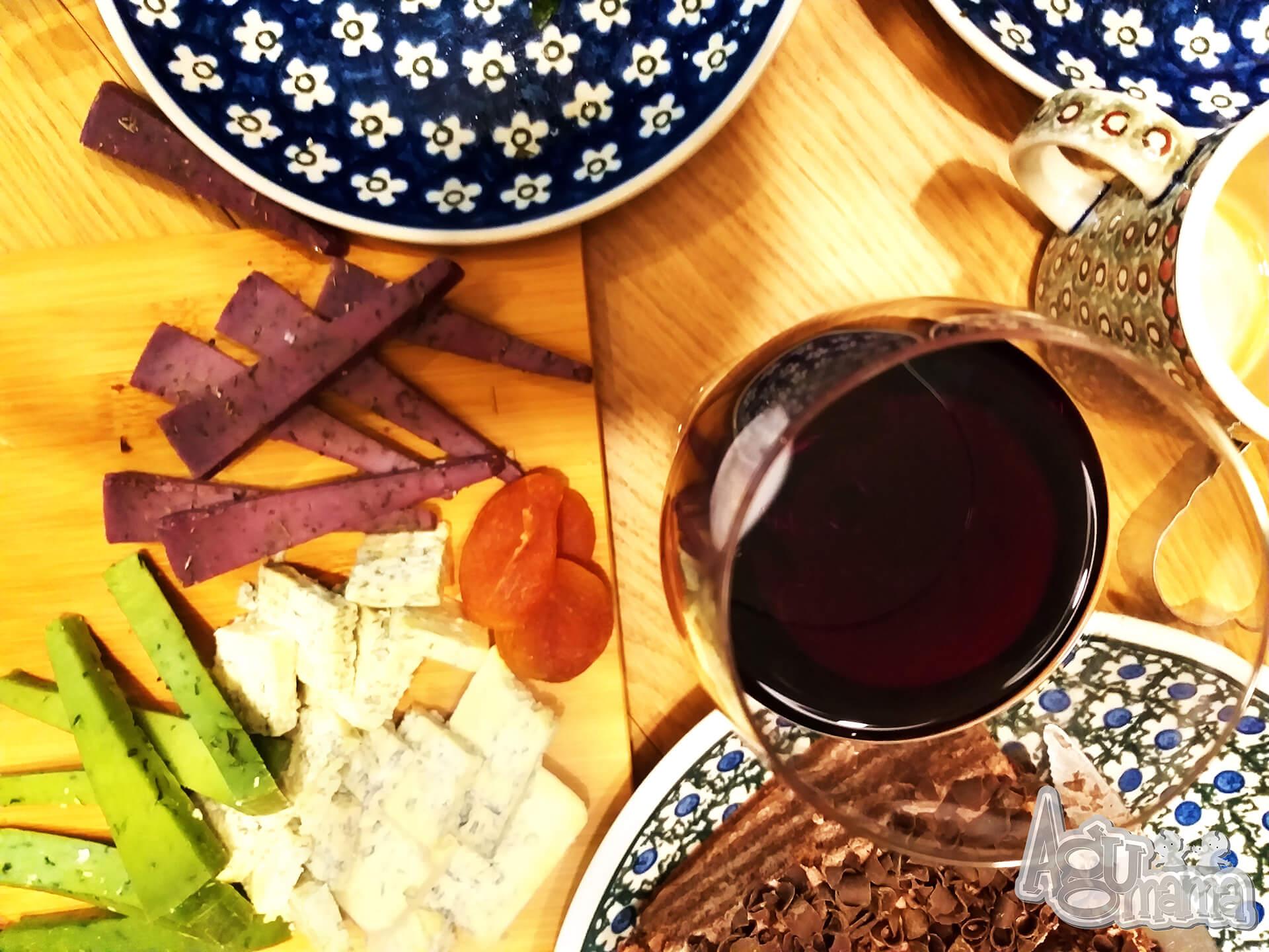 wino i przekąski spotkania w czasie pandemii